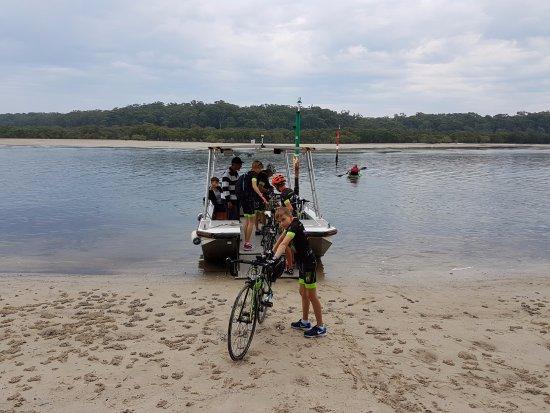 Huskisson, Australia: Bike riders getting on the Husky Ferry at Myola