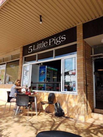 Huskisson, Australia: 5 Little Pigs