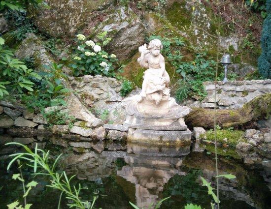 Voici un des bassin avec sa fontaine ainsi qu 39 un des murs for Le jardin 19