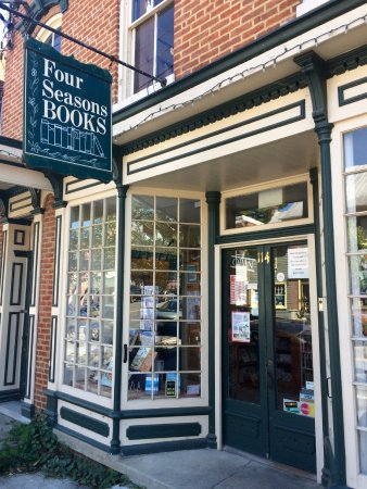 Shepherdstown, Virginia Occidental: A great nook for a book!