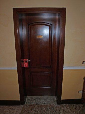 Ca' del Nobile: Tür zu Zimmer 505