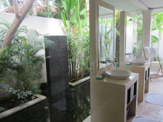 Villa Bali Asri: Bad mit Aussenbereich