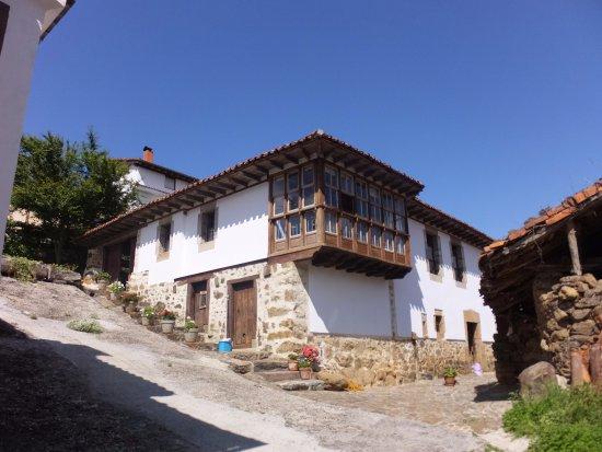 Casa de las Donas: El edificio principal y entrada