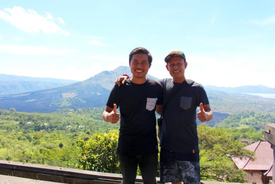 The Bali Driver & Tour Guide: Arsd and my hubby enjoying the view at Mt Batur