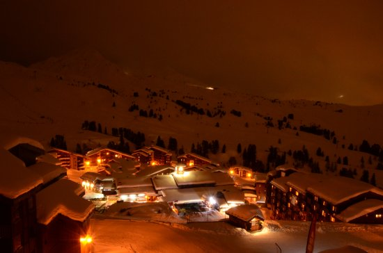 Belle Plagne, Frankrijk: View over the mountain from our balcony.