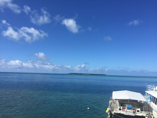 ココス アイランド リゾート , グアム島から見た ココス島