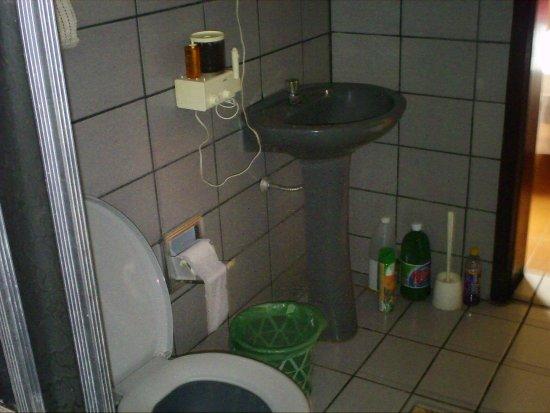 Estrela do Indaiá, MG: banheiro suite roxa