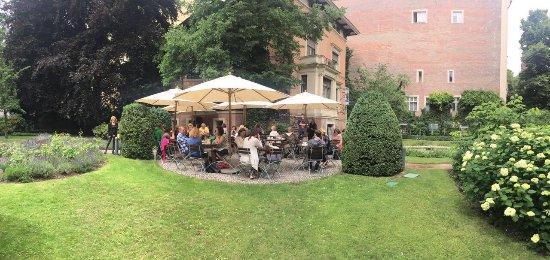 the outdoor cafe and garden bild fr n cafe wintergarten in literaturhaus berlin berlin. Black Bedroom Furniture Sets. Home Design Ideas