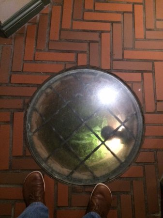 Gillingham, UK: In the middle of the main hallway is a 1700's original 50' deep well under glass. Cool!
