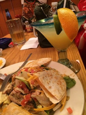 The Outlet Collection - Jersey Gardens : Devine mexican inspired food with great service and clean amentities