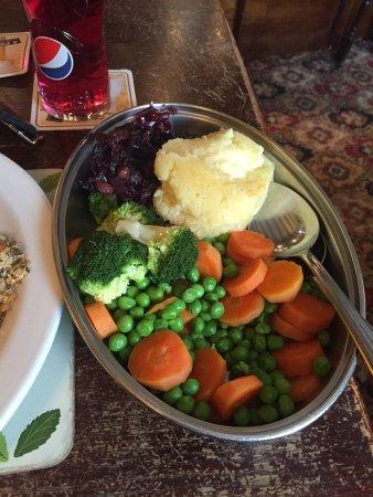 Llanllwni, UK: Sunday Lunch. Beef and Lamb, Marmalade Sponge