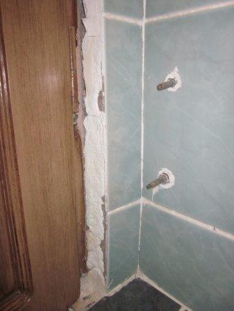 So ganz dicht war die Schiebetür Balkon/Zimmer nicht - Picture of ...