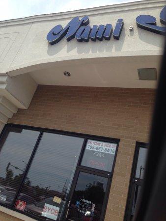 Nami Sushi: Outside