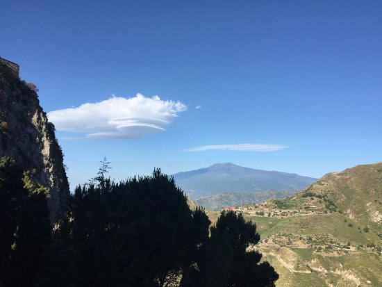 Ristorante Parco Reale : incredible view of Mt. Etna from the terrace at breakfast