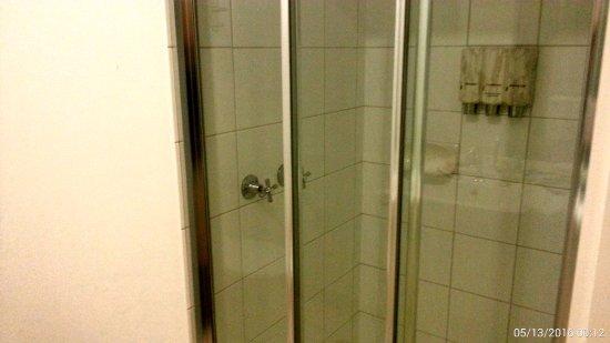Miami Hotel Melbourne: Bathroom
