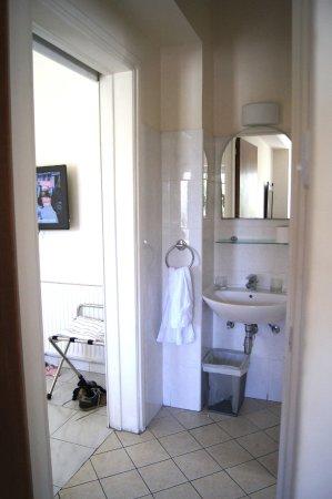 Lordos Hotel Apartments: Вид из спальни в гостиную