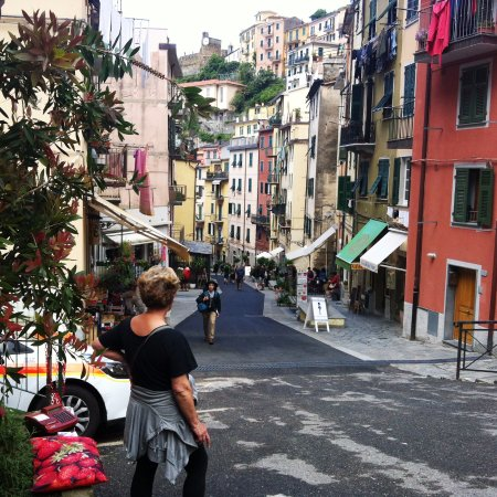 Shore Excursions in Italy - Day Tours: Riomaggiore quiet streets in morning