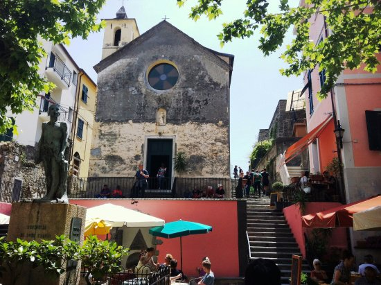 Shore Excursions in Italy - Day Tours: Corniglia village square