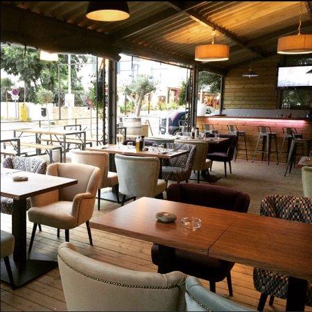 Terrasse couverte - Bild von LBJ Bar Chez Jean, Solenzara ...
