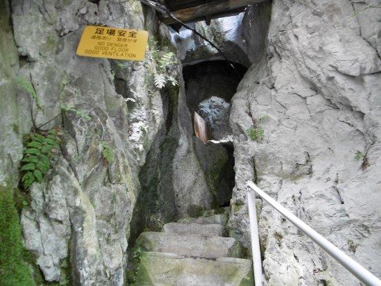 Hakuun Cave