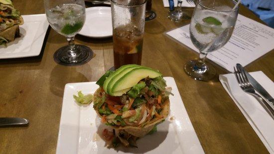 Hotel La Laguna del cocodrilo: Pangas Restaurant Salad