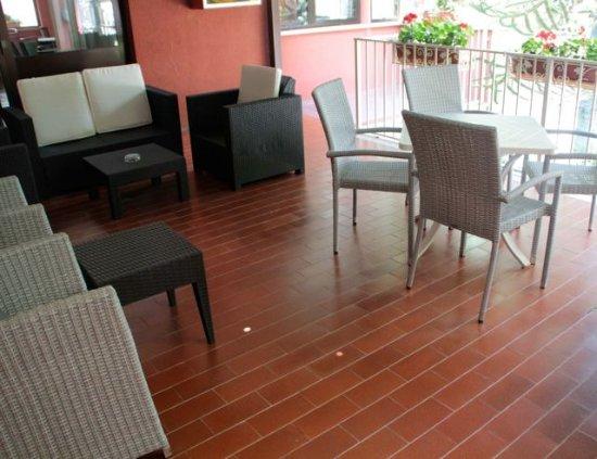 Villa San Carlo Hotel: location interna, parco, le camere ....