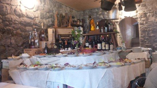 Esine, Italy: Buffet di antipasti veramente vario e abbondante