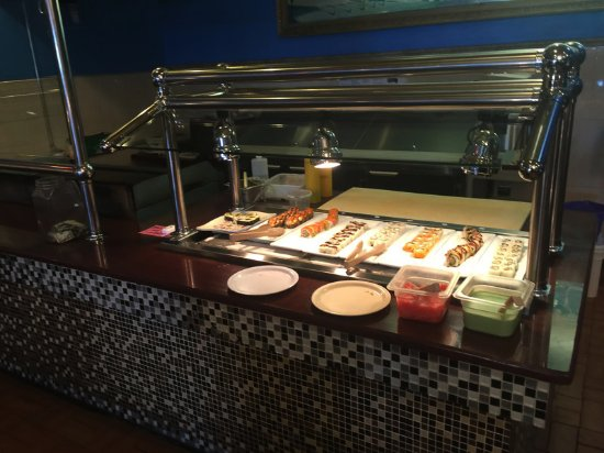 Macomb, IL: Buffet table & habachi grill