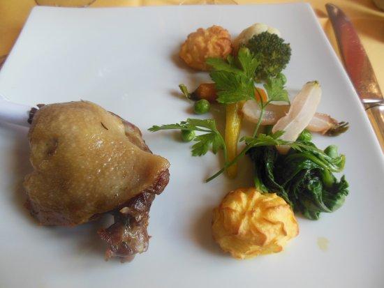 Petite cuisse de canard sans sauce avec l gumes frais mais sans saveur photo de auberge d - Cuisse de canard en sauce ...