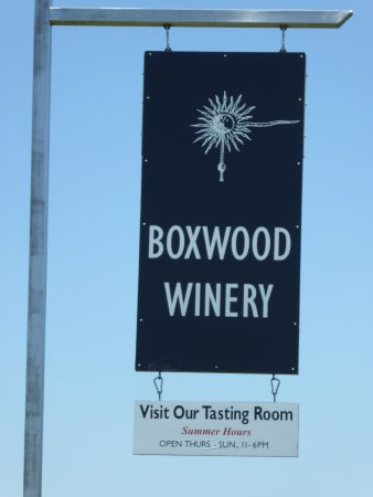 The Boxwood Winery: Sign