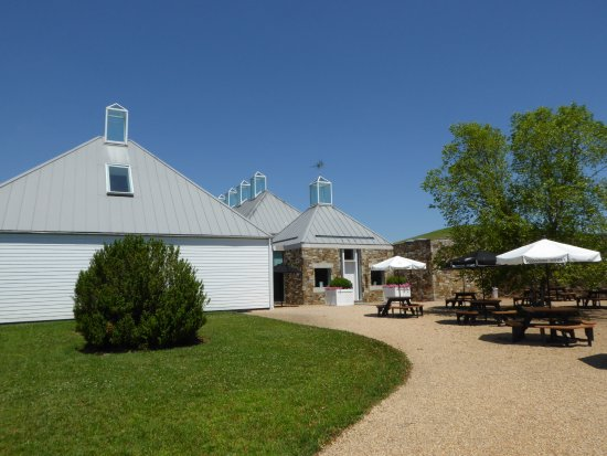 The Boxwood Winery: Tasting Building