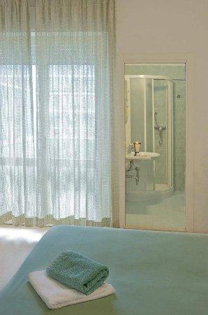 bagno camera - picture of hotel augusta, gabicce mare - tripadvisor - Bagno Zen Gabicce Mare