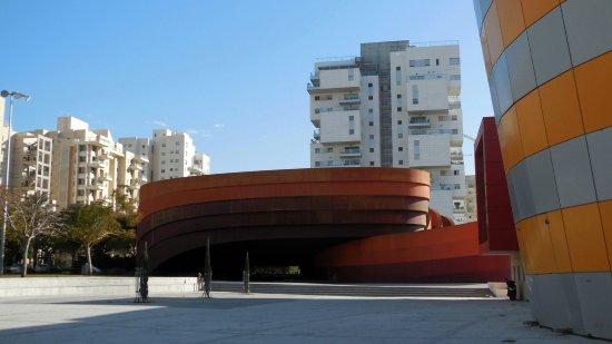 Design Museum Holon : Facade of the Museum of Design Holon