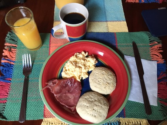 South Water Caye, Belize: Example of yummy breakfast. Homemade scones