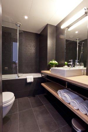 Hotel Neuvice : Salle de bain baignoire