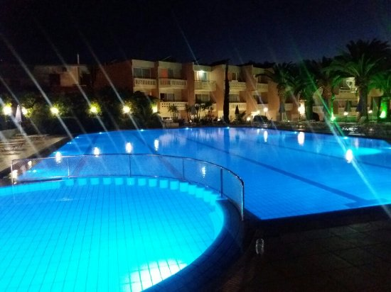 Atrion Hotel: 20160614_213134_large.jpg