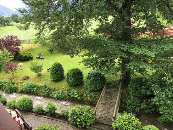 Gastehaus Linsinger : Blick von unserem Zimmer, ruhig und romantisch, nur der kleine Bach plätschert