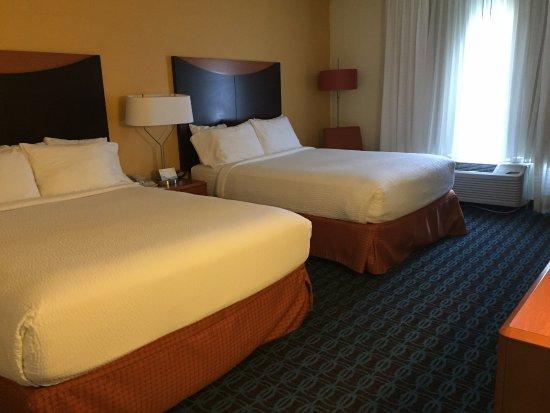 Fairfield Inn & Suites Charlotte Arrowood Bild