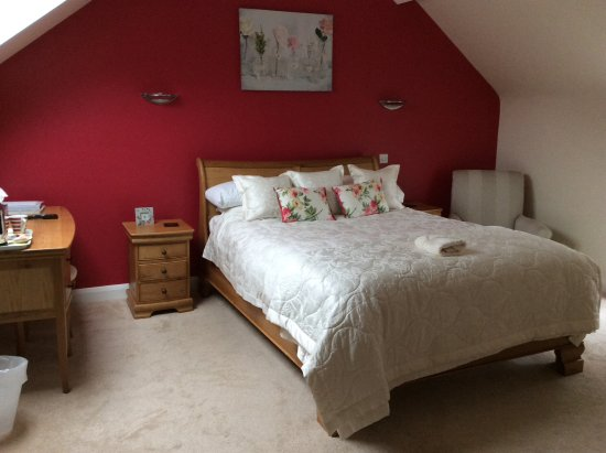 Briers Country House: Beautiful Bedroom, room 8, Go for the up grade it's well worth the extra money!!