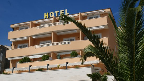 Rosina Hotel