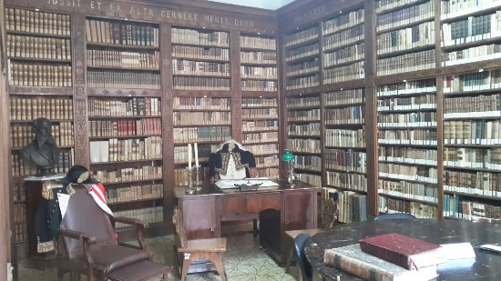 Biblioteca Comunale Eustachio Rogadeo