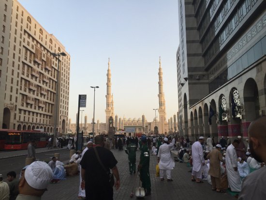 Sofaraa Al Huda : Wonderful city and a complete contrast to Mecca.