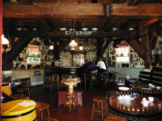 Terschelling, Países Bajos: Een verzameling koffiemolens maakt het interieur speciaal.