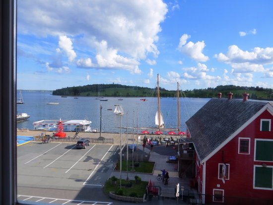 Lunenburg, Kanada: View from sunporch across from Fisheries Museum