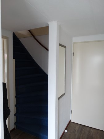 Landal Beach Park Texel: gang naar boven (2 slaapkamers en badkamer met douche