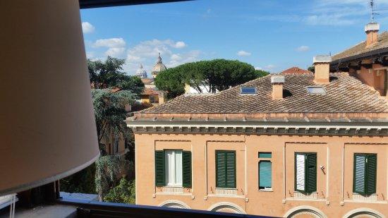 Hotel Farnese: Blick vom Frühstücksbuffet auf den Petersdom