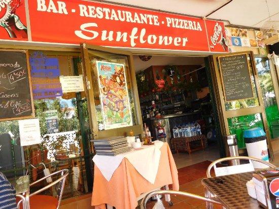 Sunflower Bar Restaurante Pizzeria: Leuk Spaans restaurant Sunflower in de wijk Varadero