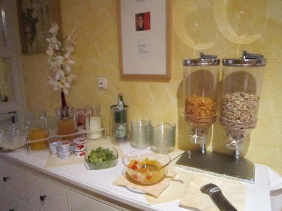 Callas Am Dom: Saft, Joghurt, Dosenobst, Flakes