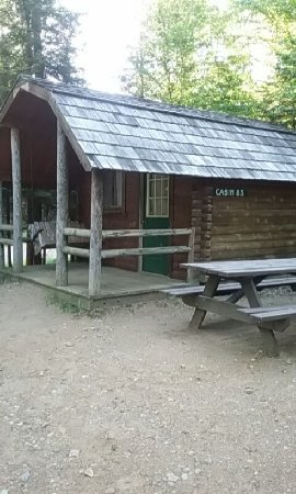 Old Forge Camping Resort: Our cabin with swing and picnic table