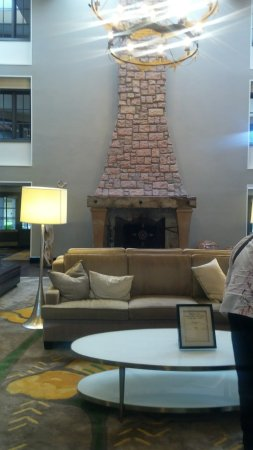 Embassy Suites by Hilton Napa Valley: lobby